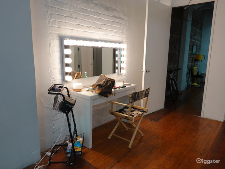 Downtown Historic Loft Studio with High Ceilings Photo 4