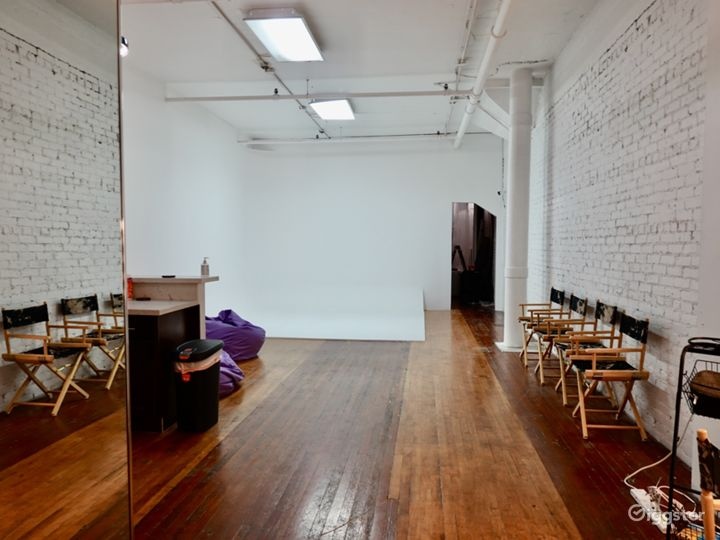 Downtown Historic Loft Studio with High Ceilings Photo 3