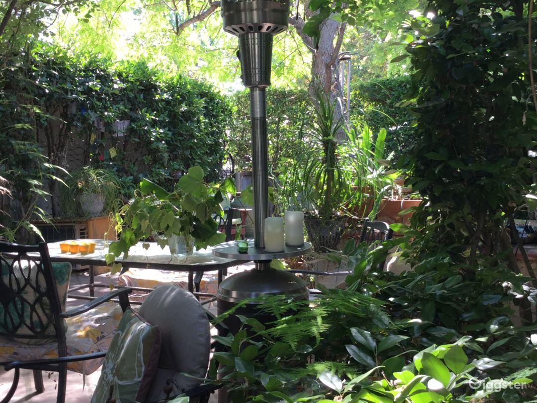 Lush secluded beautiful backyard patio holds 30.