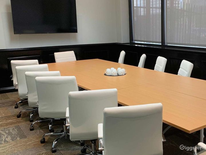 Spacious Executive Boardroom in Los Angeles Photo 3