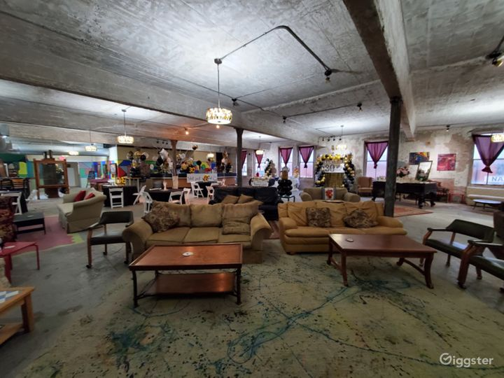 Amazing art gallery and live music venue Photo 4
