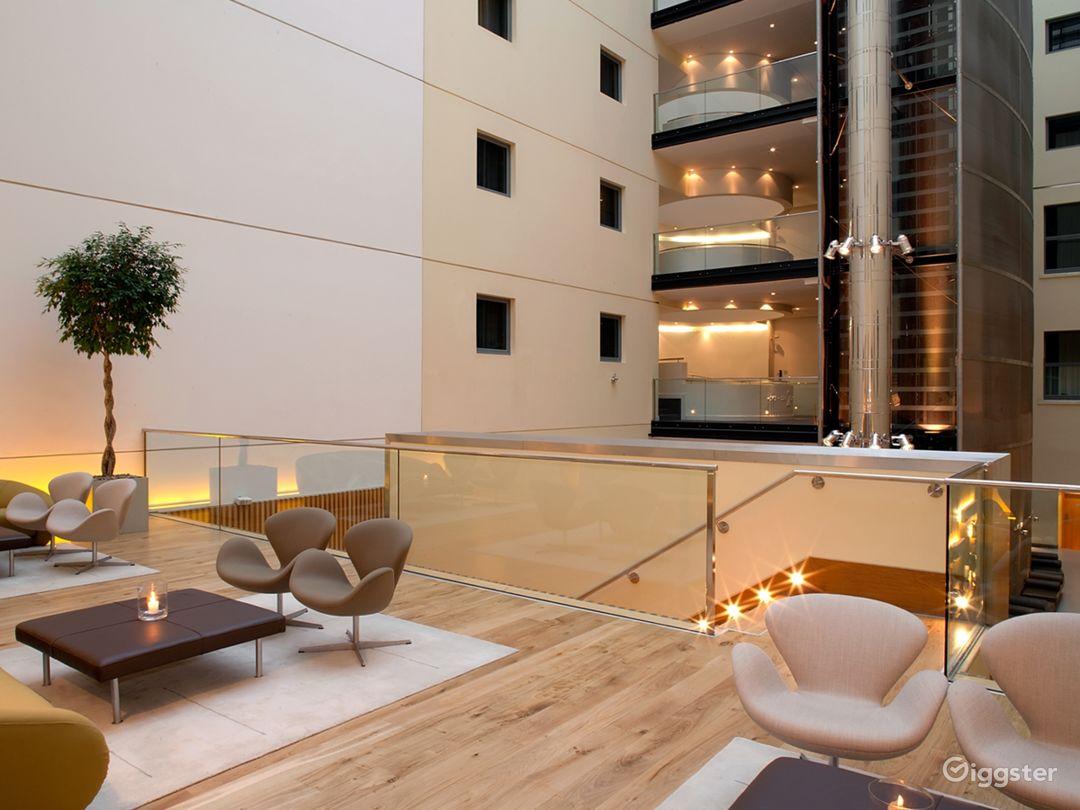 Upper Deck in London Photo 1