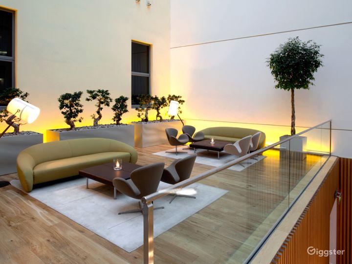 Upper Deck in London Photo 2