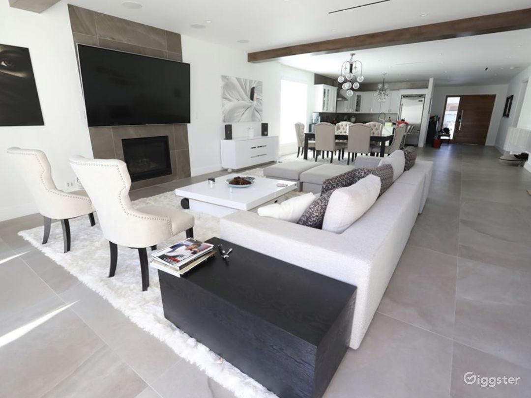 Contemporary modern designed Home  Photo 1