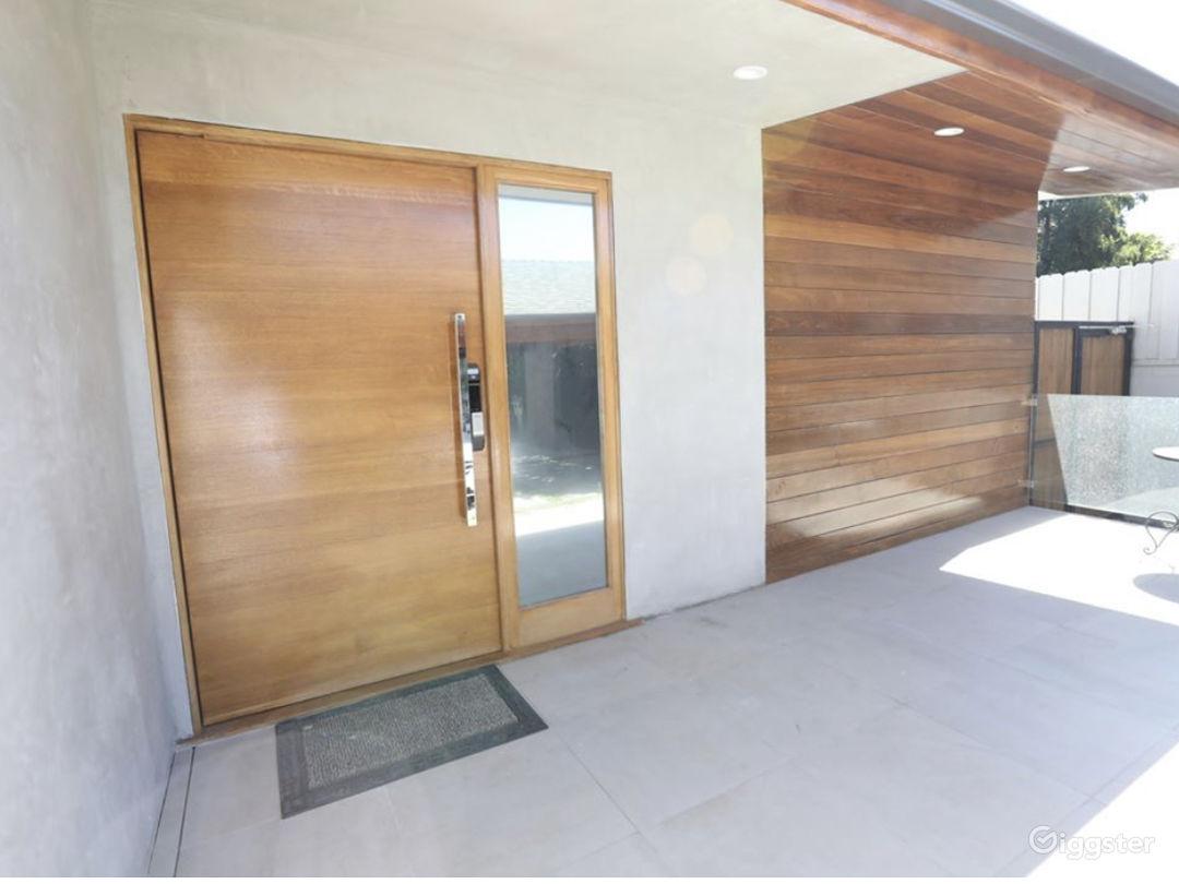 Contemporary modern designed Home  Photo 2