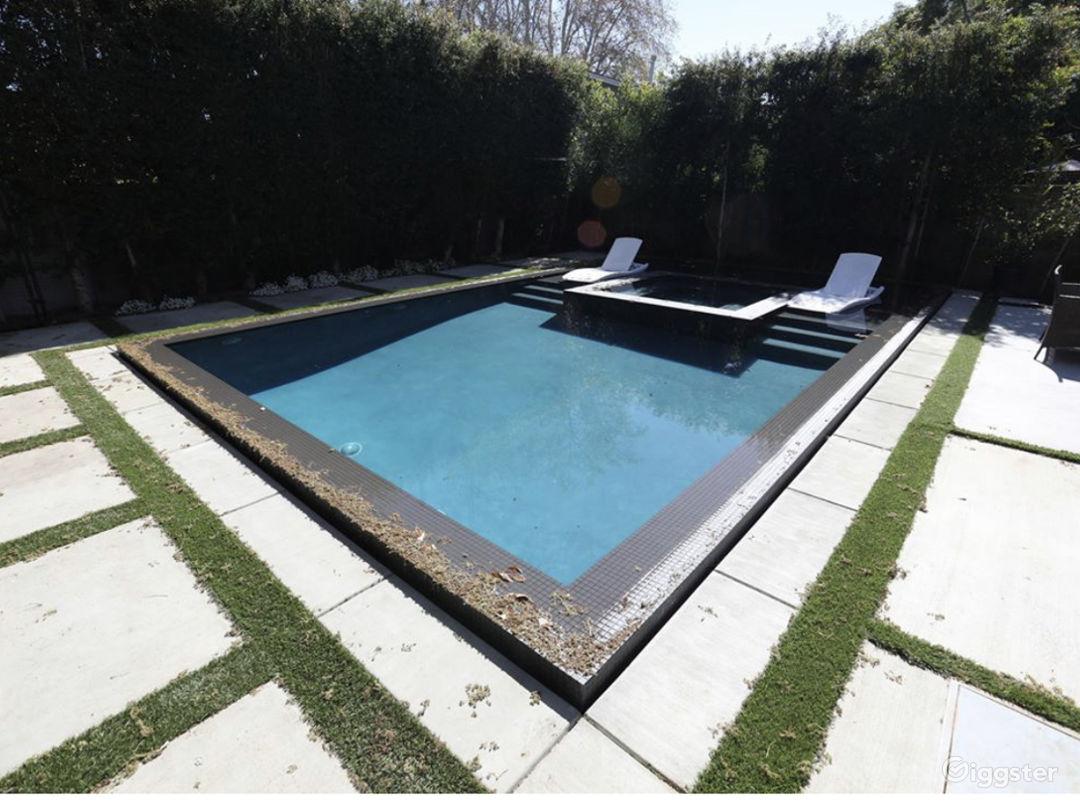Contemporary modern designed Home  Photo 3
