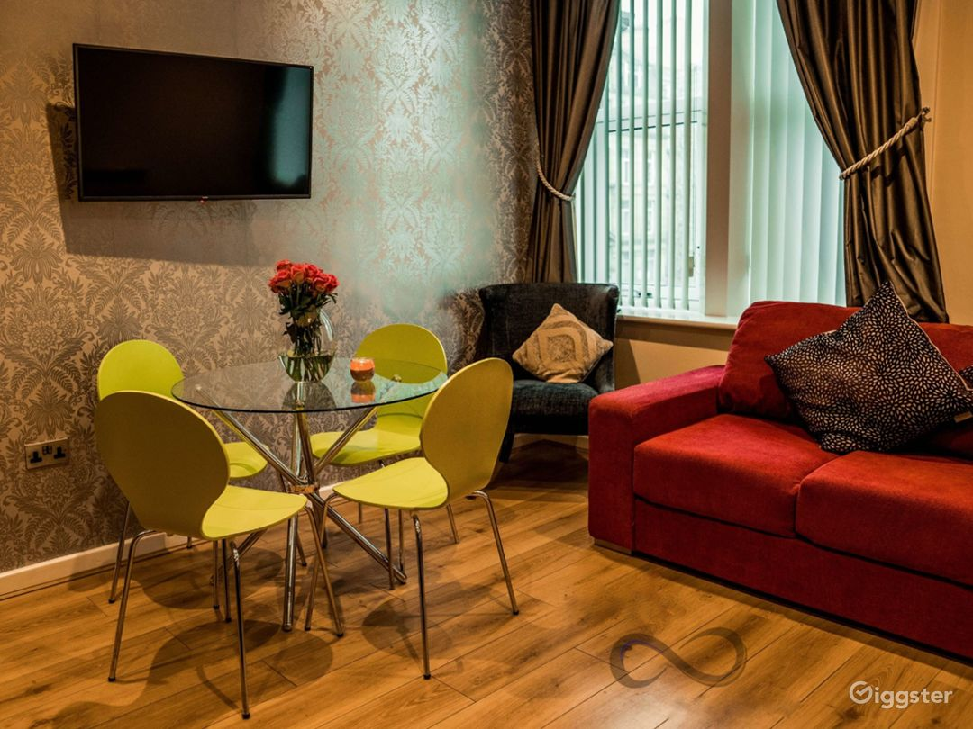 A Modern Apartment in Liverpool Photo 1