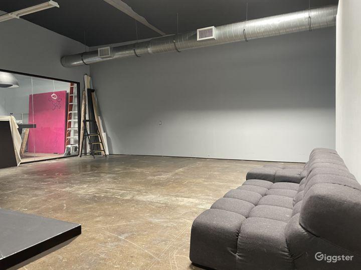 Large creative studio space w drive in garage Photo 2