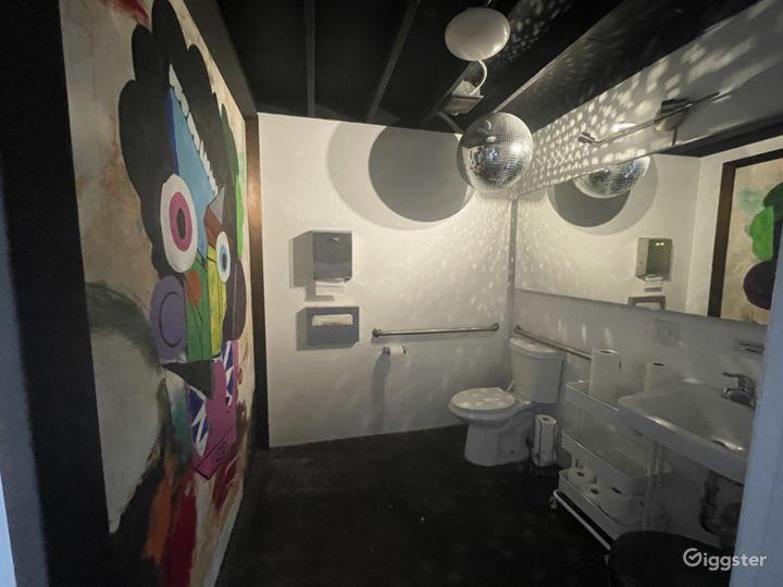 Large creative studio space w drive in garage Photo 3