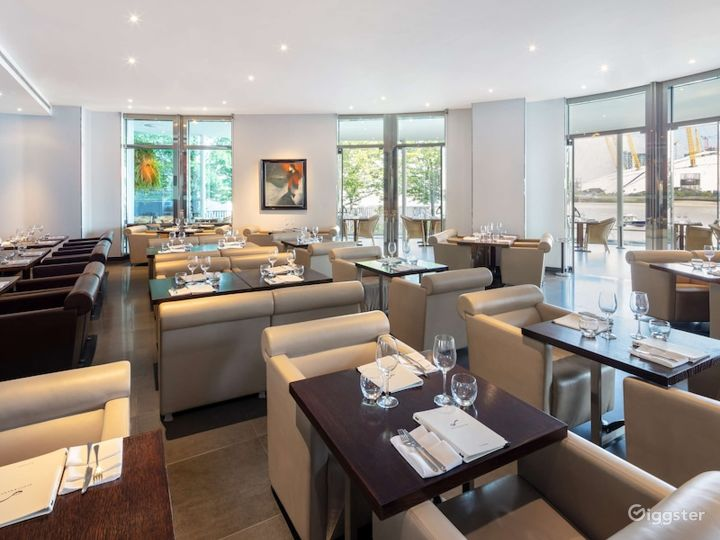 Restaurant with an Amazing River view in Canary Wharf London Photo 2