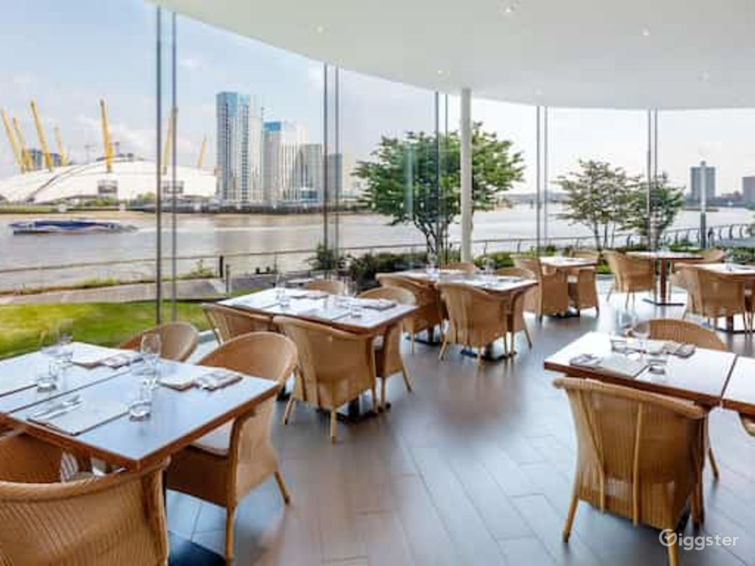 Restaurant with an Amazing River view in Canary Wharf London Photo 1