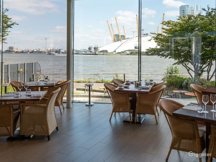 Restaurant with an Amazing River view in Canary Wharf London Photo 3