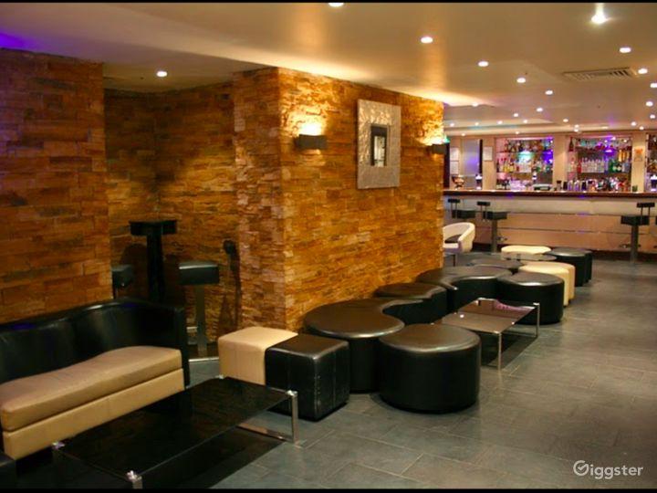The Lounge Bar in London Photo 4
