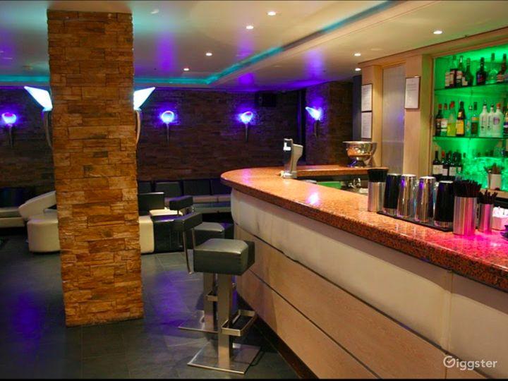 The Lounge Bar in London Photo 5