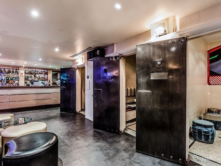 The Lounge Bar in London Photo 2