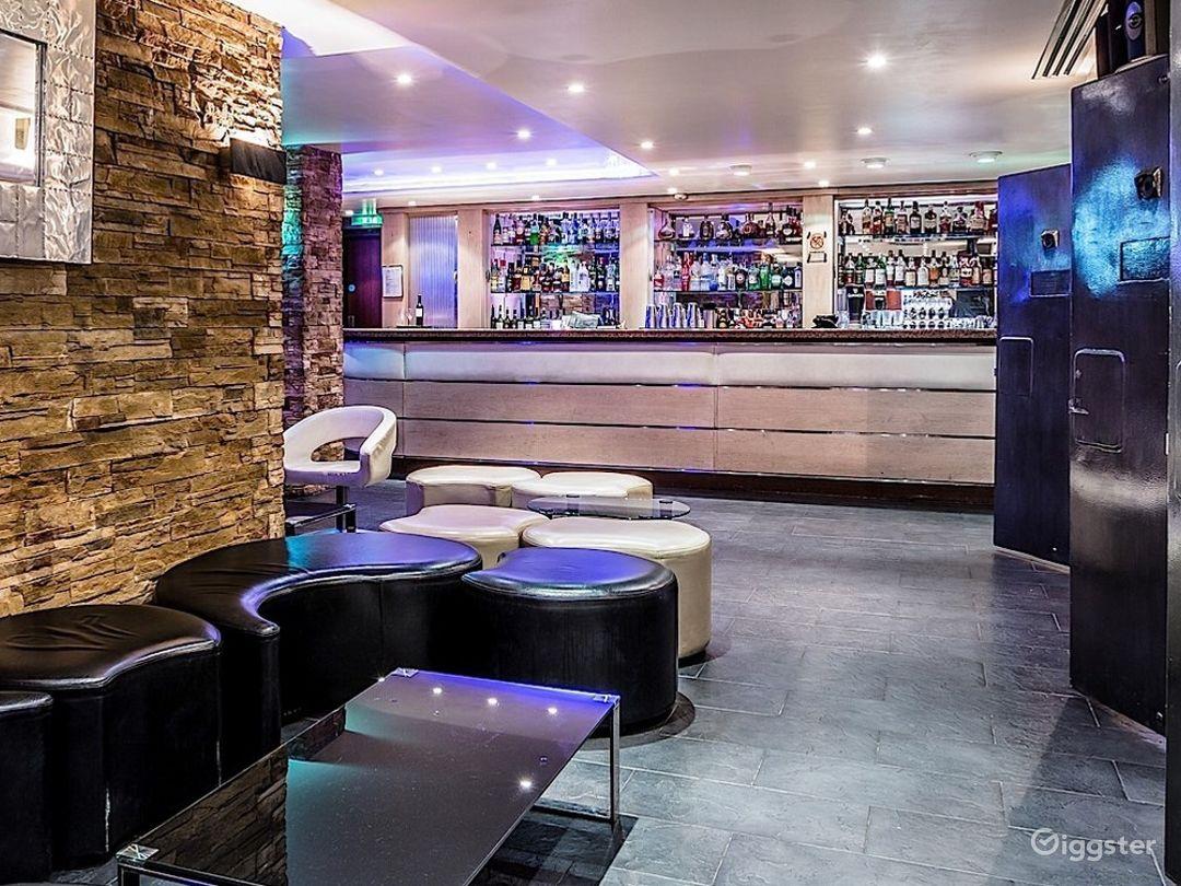 The Lounge Bar in London Photo 1