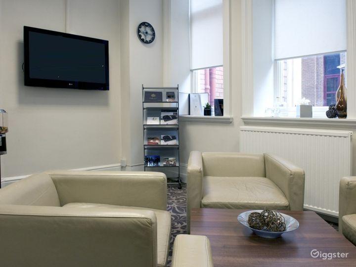 Medium-sized Meeting Room in Leeds Photo 4