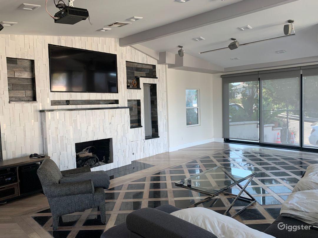 Universal Modern View Home Photo 4