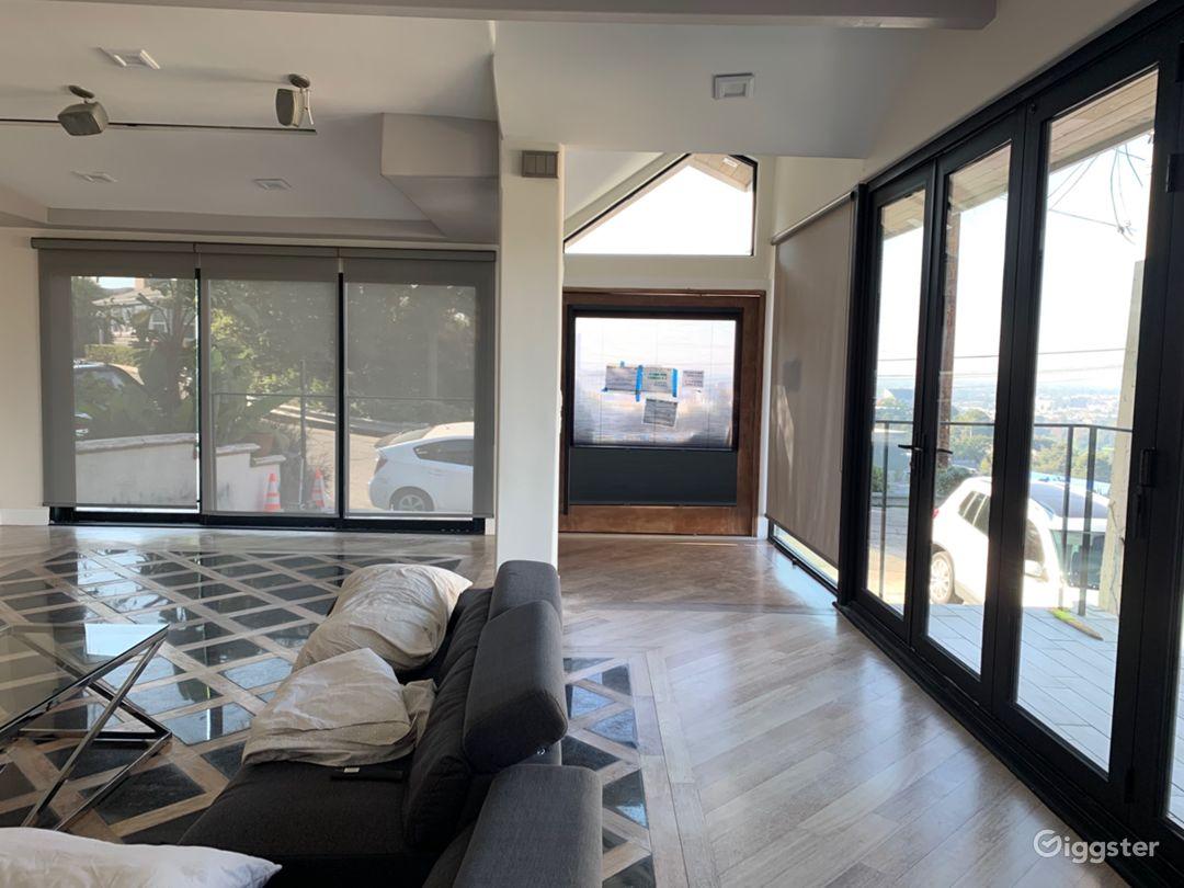 Universal Modern View Home Photo 5