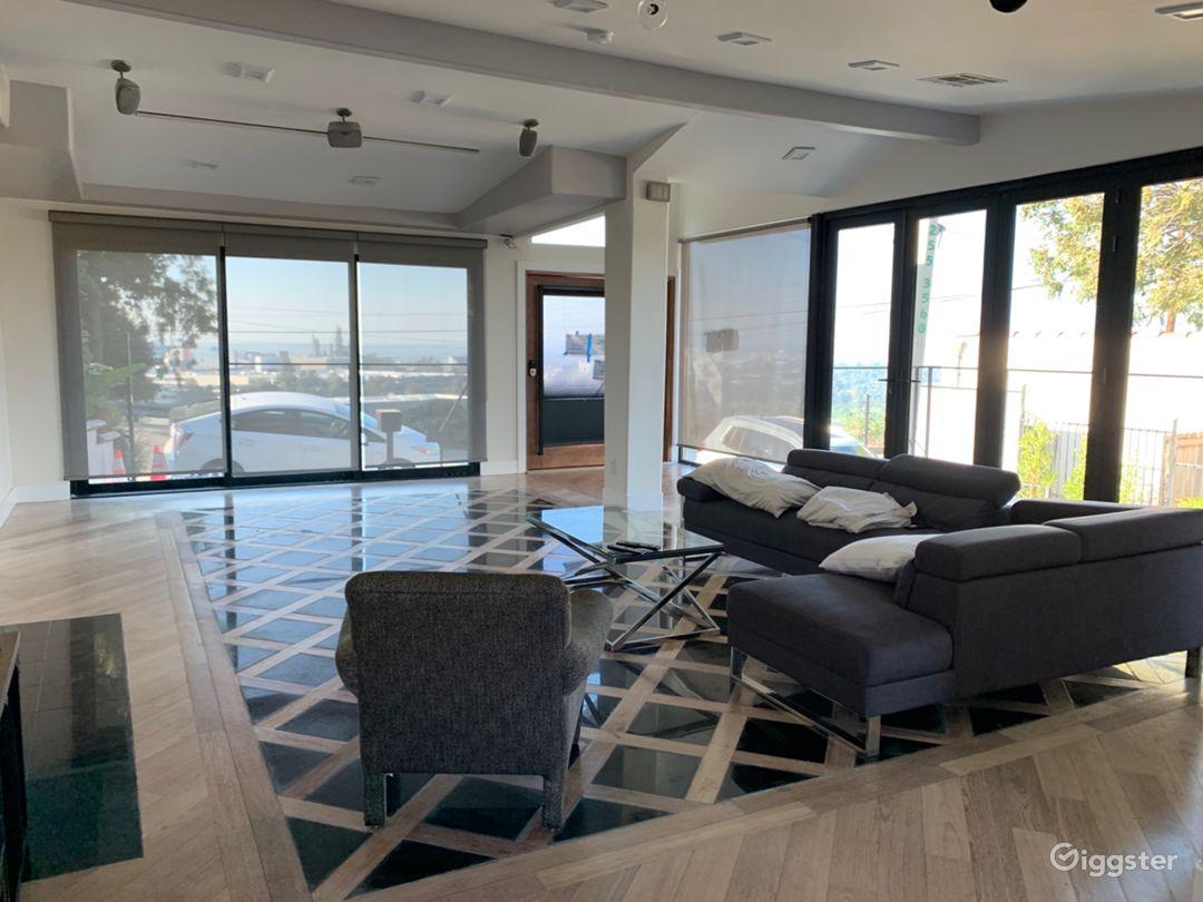 Universal Modern View Home Photo 3