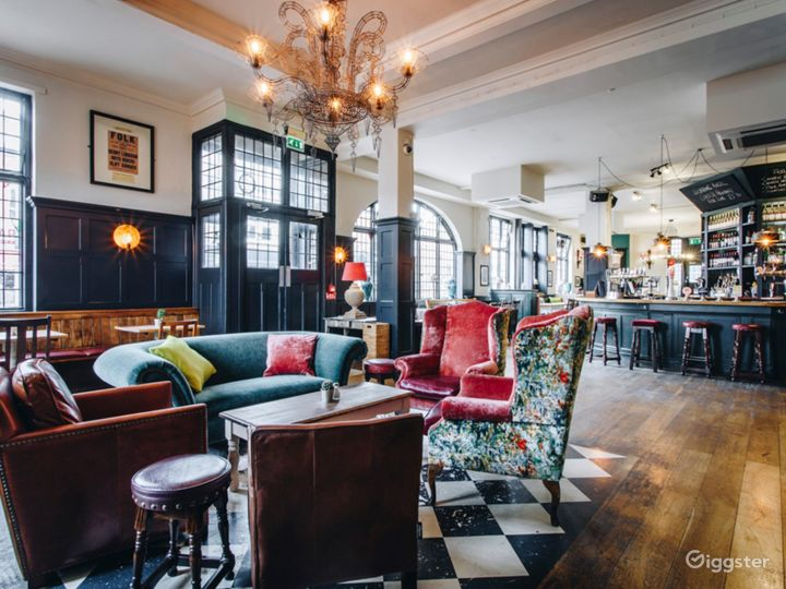 Well Remarkable Pub and Food House in Putney Photo 4