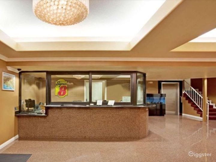 Spacious Lobby in LA Photo 5