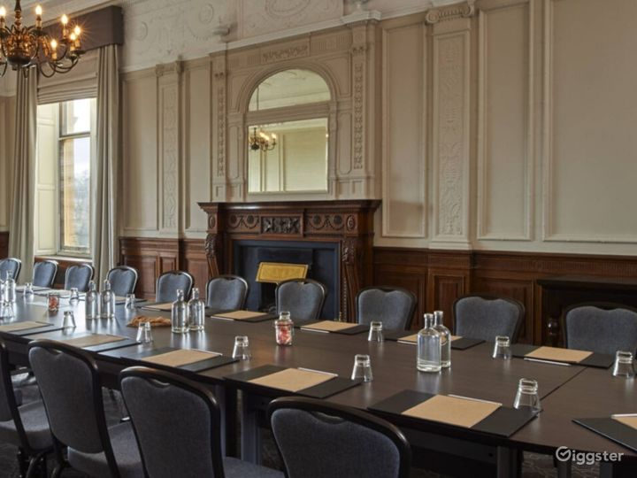 Light & Airy Wedgewood Room in York Photo 2