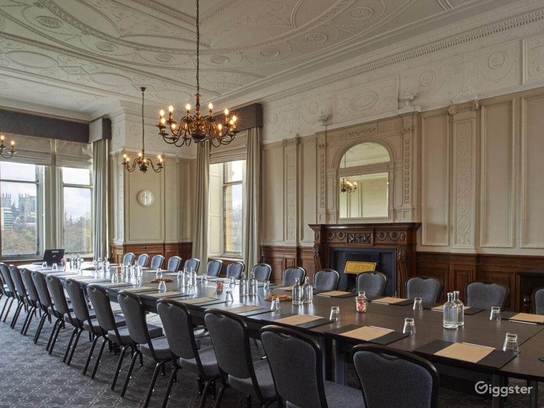 Light & Airy Wedgewood Room in York Photo 1