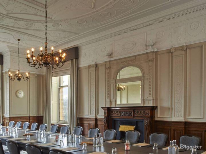 Light & Airy Wedgewood Room in York Photo 3