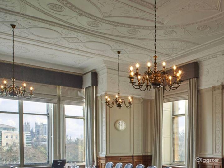 Light & Airy Wedgewood Room in York Photo 4