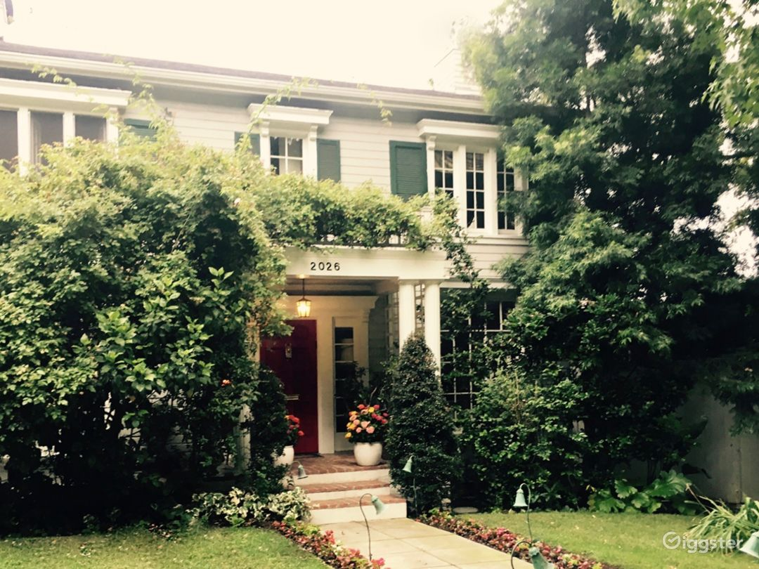 Oxford House in Los Feliz is a classic, all-American colonial built in 1922.