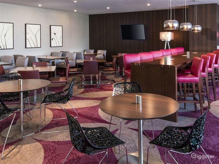 Gorgeous Lounge in LA Photo 5