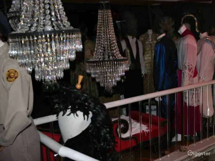 Fabulous Mansion with Mannequins in Las Vegas Photo 4