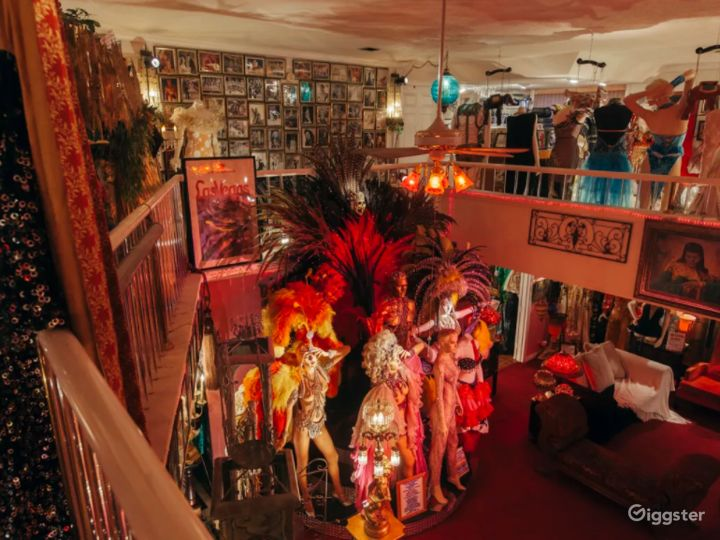 Fabulous Mansion with Mannequins in Las Vegas