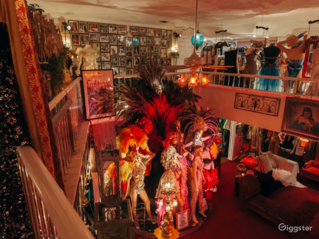 Fabulous Mansion with Mannequins in Las Vegas Photo 1