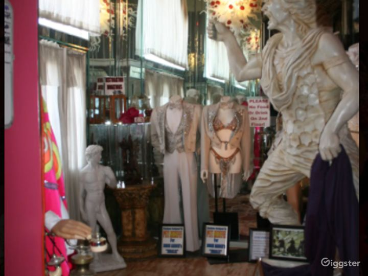 Fabulous Mansion with Mannequins in Las Vegas Photo 2