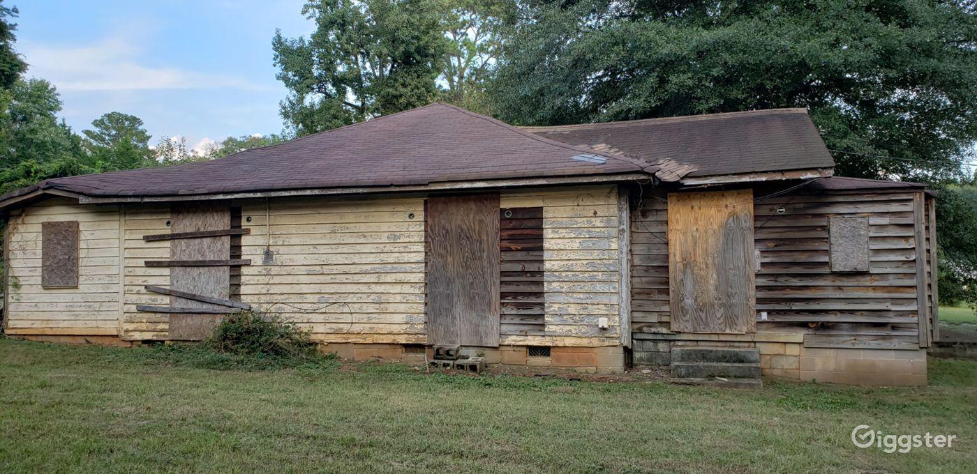 Abandoned Horror Cottage off Constitution Road SE Atlanta Rental