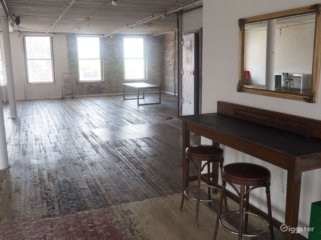 Brooklyn Studio with Antique Floors-4000 Sq Ft Photo 5