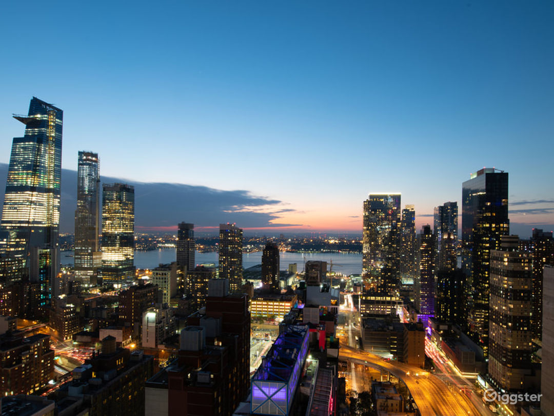 Rooftop with spectacular NYC views & outdoor! Photo 2