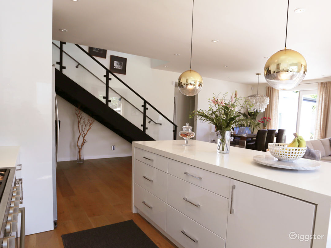 Modern And Bright Home - Perfect For Filming Photo 5