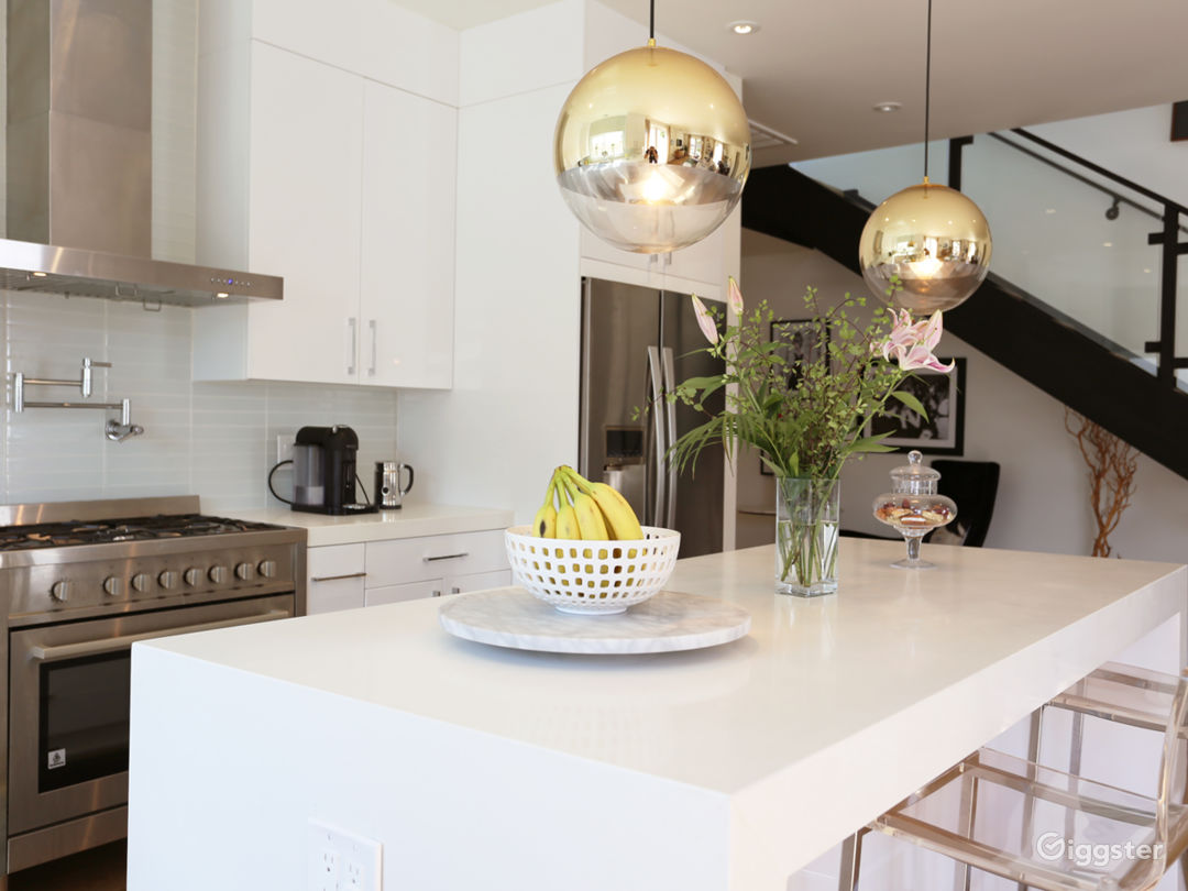 Modern And Bright Home - Perfect For Filming Photo 3