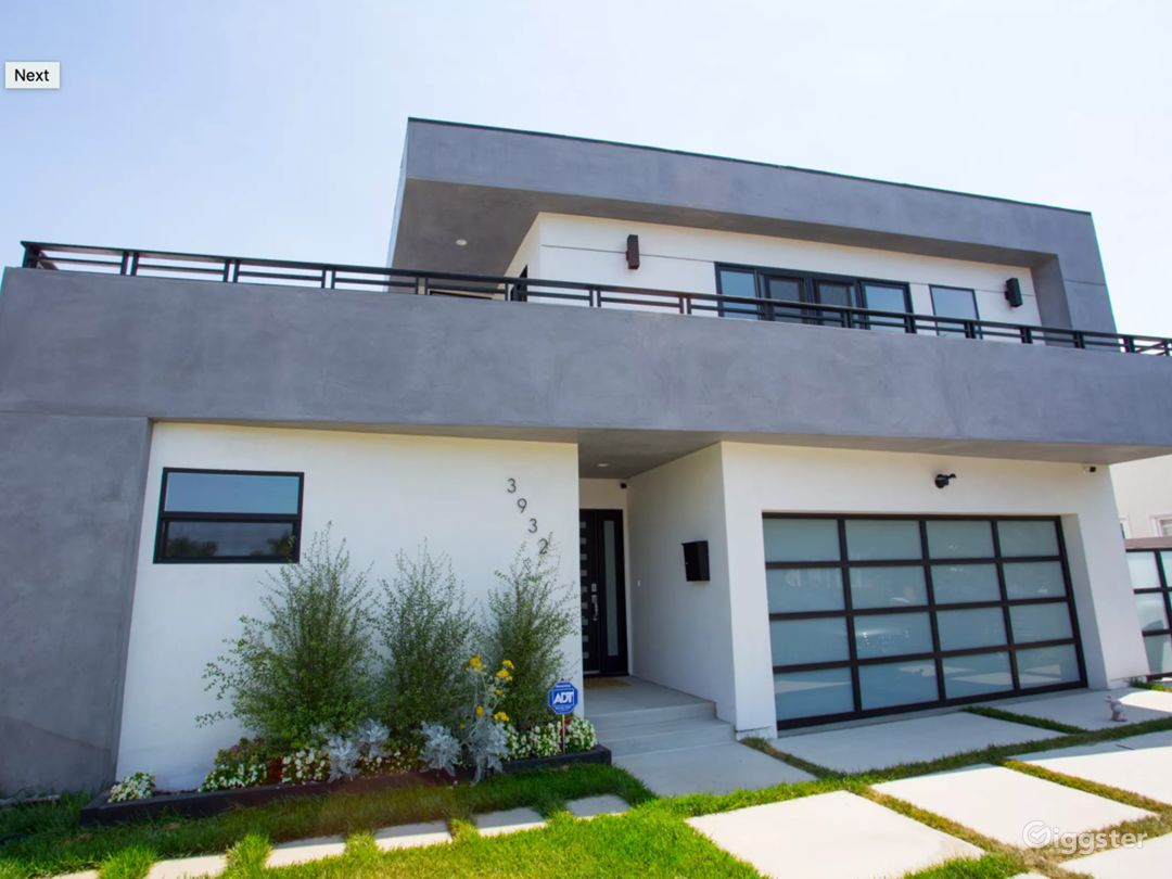 Modern And Bright Home - Perfect For Filming Photo 1