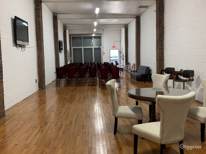 Raw multi-use space, exposed brick, high ceilings. Photo 4