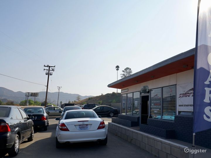 Rural used car dealership, antique store, on HWY! Photo 4