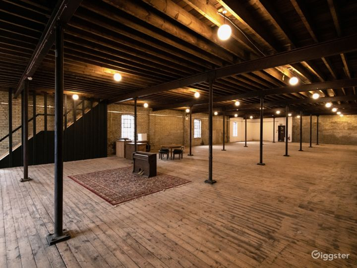 Enormous Film Location with Late-nineteenth Century Interior in London Photo 3