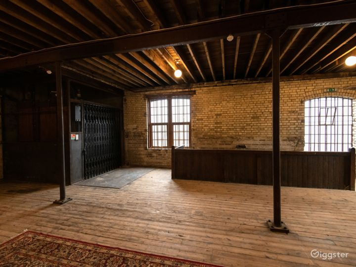 Enormous Film Location with Late-nineteenth Century Interior in London Photo 4