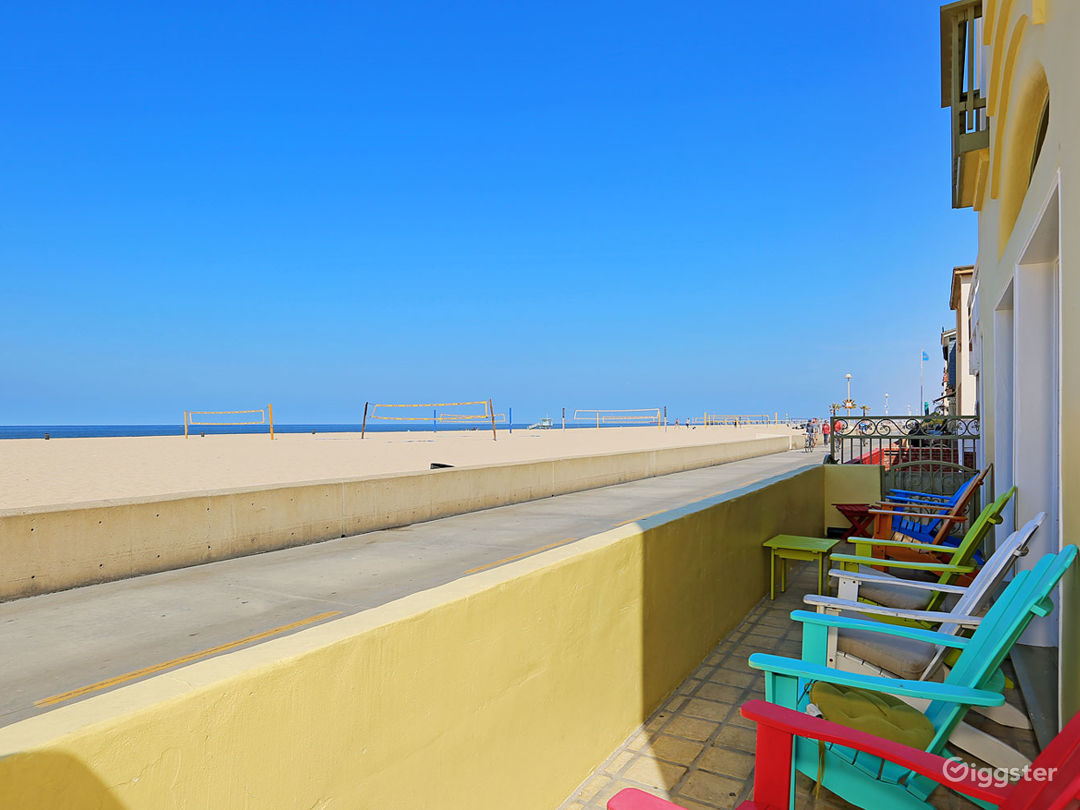 Beachfront Strand House with Rooftop Bar  Photo 3