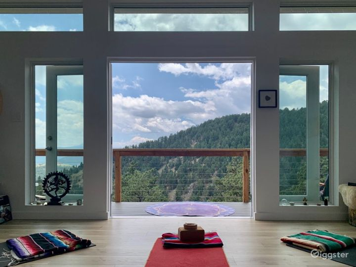 Boho Mountain Lightfilled Studio Photo 4