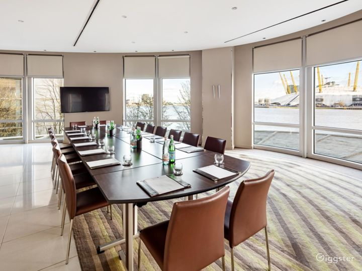 Bright & Spacious River Room in Canary Wharf, London Photo 2