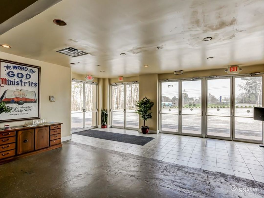 19,000 SF OPEN SPACES WITH PARKING 100 Photo 3